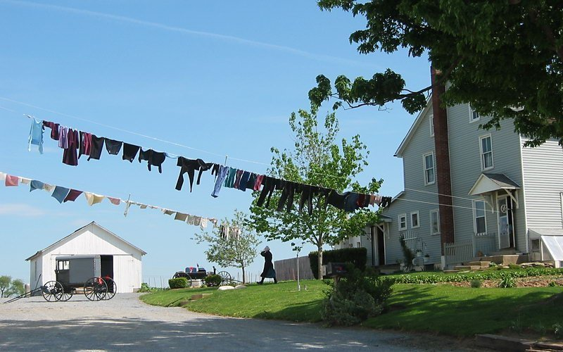 amish home and clothesline