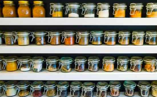 Read more about the article How to Minimize Your Spice Cabinet