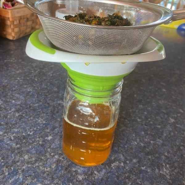 draining dandelion oil with screen